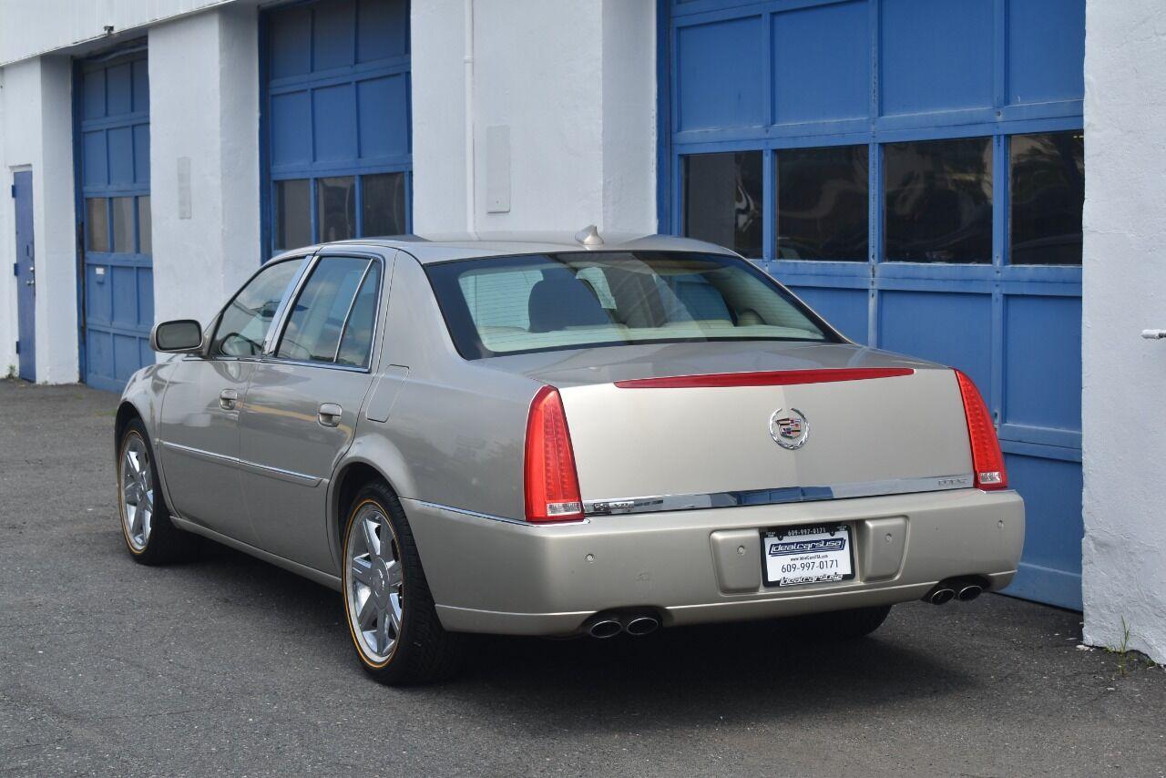 2009 Cadillac DTS Luxury 5 Passenger 4dr Sedan full