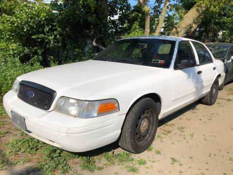 2007 Ford Crown Victoria for sale at Autos Under 5000 + JR Transporting in Island Park NY