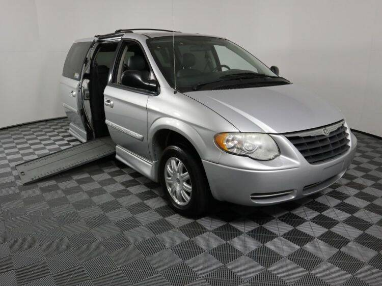 2007 Chrysler Town and Country for sale at AMS Vans in Tucker GA